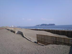 鵠沼海岸より江ノ島を臨む